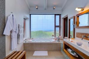 Grootbos Forest Lodge en suite bathroom in the self catering suite