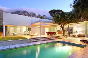 Friday, villa of the week - Camps Bay Apartments